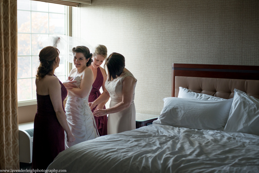 Montour Country Club Wedding| Getting Ready Wedding Images | Bride Putting Dress On | Pittsburgh Wedding Photographer | Pittsburgh Wedding Photographers | Lavender Leigh Photography | Blog