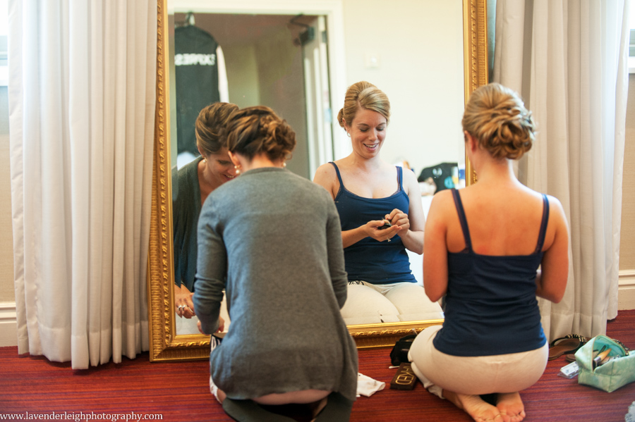 Bridesmaids Getting Ready | Matching Bridesmaids Outfits | Renaissance Hotel | Oakmont Country Club Wedding | Getting Ready Pictures | Pittsburgh Wedding Photographer | Pittsburgh Wedding Photographers | Lavender Leigh Photography | Blog