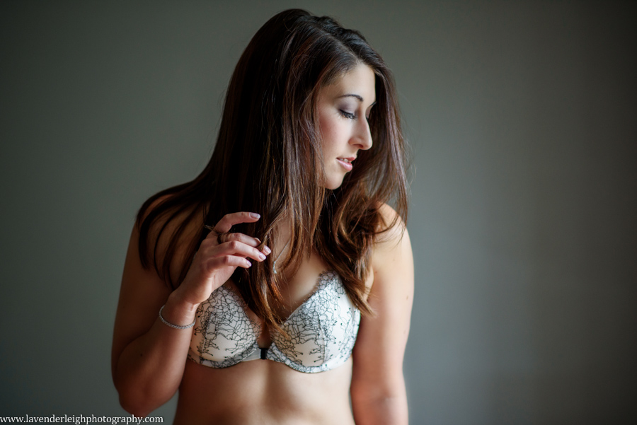 boudoir, lingerie, photographs, pictures, pittsburgh, pennsylvania, wedding, engagement, anniversary, portrait