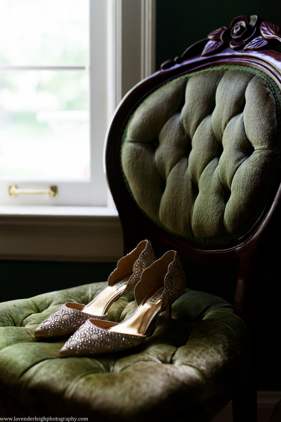 Badgley Mischka Wedding Shoes, Pittsburgh wedding photographer, engagement, boudoir, best of, chartier's country club, st. Philip church, rosslyn farms, crafton, Pennsylvania, summer, june, golf club