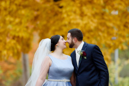 A fall wedding at the Pittsburgh Airport Marriott